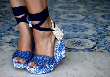 bluetileblueshoes