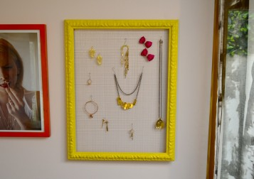 yellowjewelryframe2