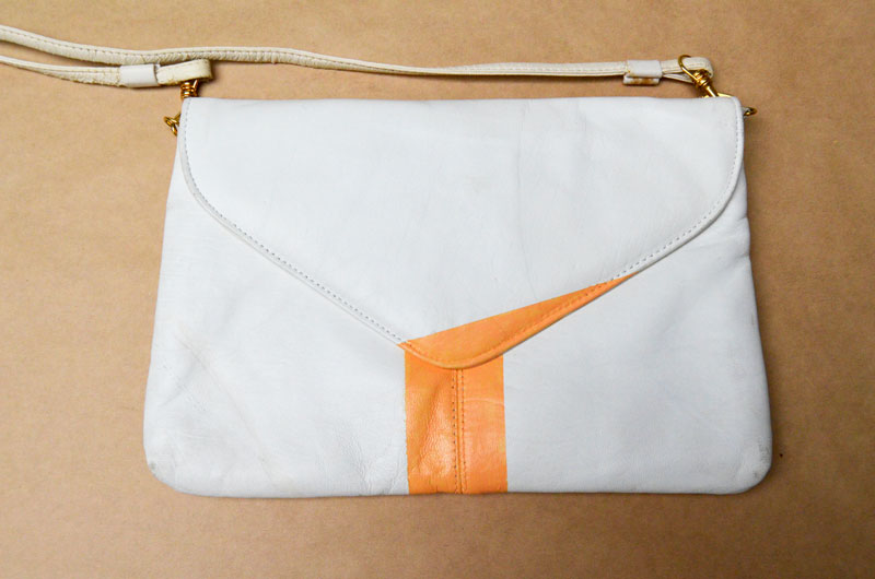 i ve done posts before on how to spruce up an old or thrifted purse using  old chain and a scarf bbf9cb68e2477