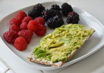 avocado_cracker_berries