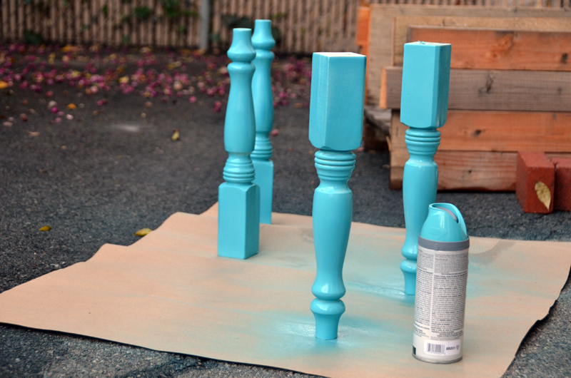 pallet table paintlegs 2 Журнальный столик своими руками от молодой пары. + Видео  svoimi rukami %d0%bc%d0%b5%d0%b1%d0%b5%d0%bb%d1%8c poddon palletyi