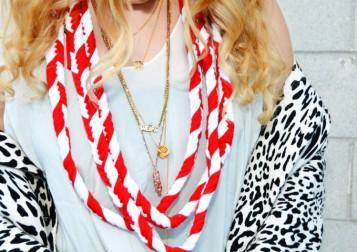 DIY_candy_cane_scarf12