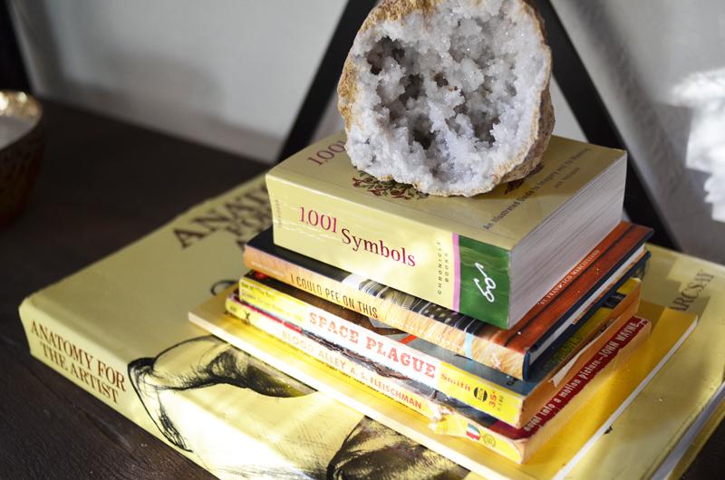 ep8_bookshelf_crystal