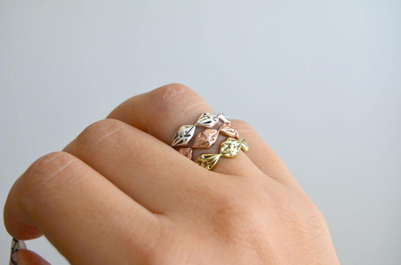 mrkate_styling-multiple-rings-10