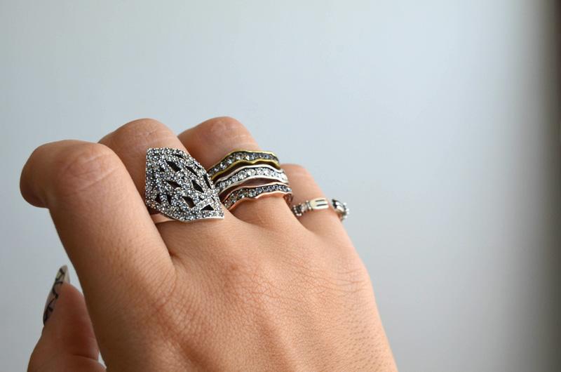 mrkate_styling-multiple-rings-14