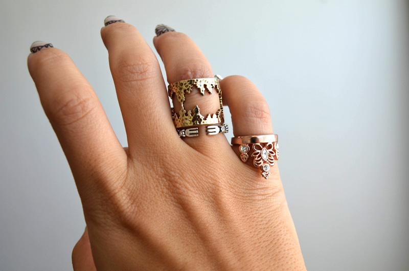 mrkate_styling-multiple-rings-16
