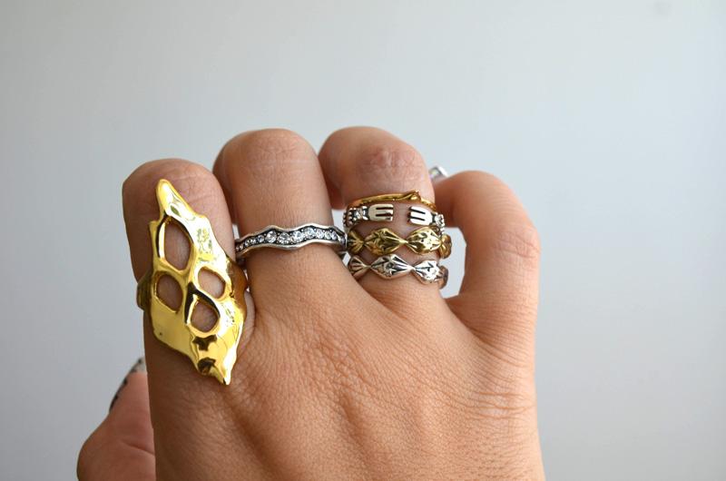 mrkate_styling-multiple-rings-19