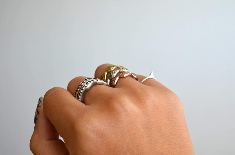 mrkate_styling-multiple-rings-21