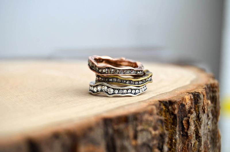 mrkate_styling-multiple-rings-8