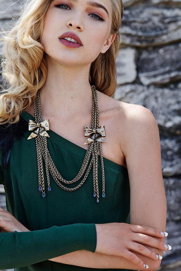 Mr. Kate Cadeau Chaine Necklace