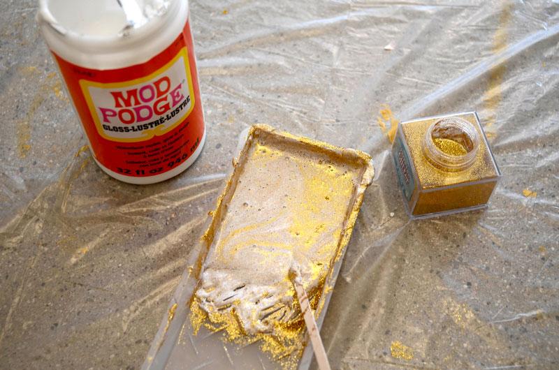 MrKate_DIY_goldglitterbackdrop-8
