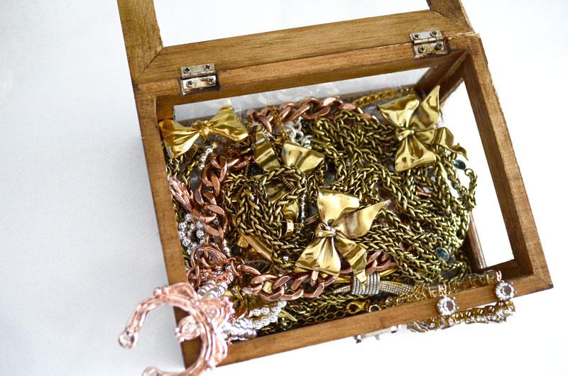 MrKate_DIY_GoldAndWoodJewelryBox-12