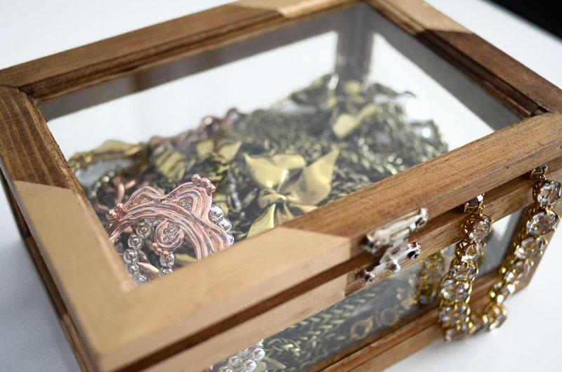 MrKate_DIY_GoldAndWoodJewelryBox-14
