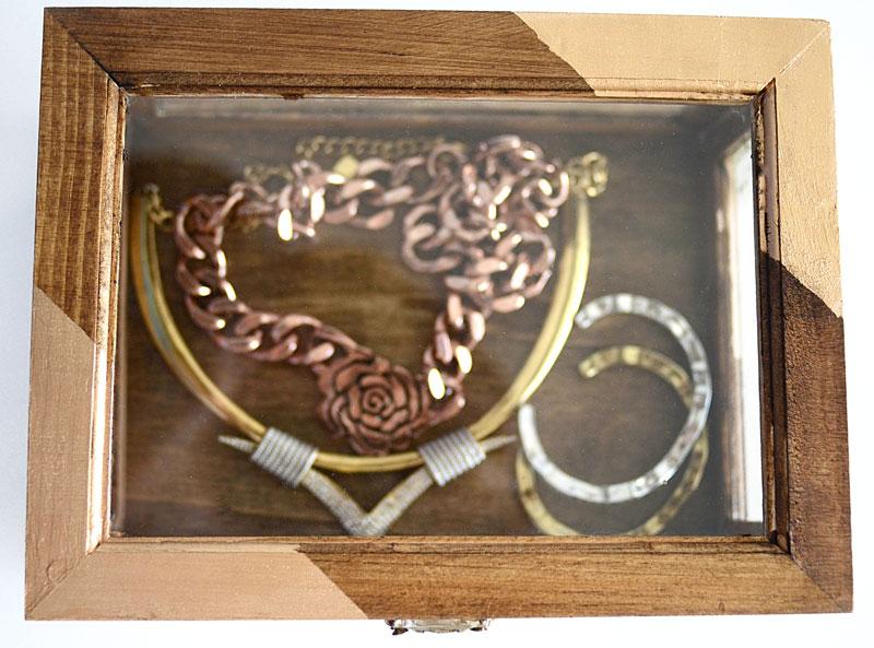 MrKate_DIY_GoldAndWoodJewelryBox-20