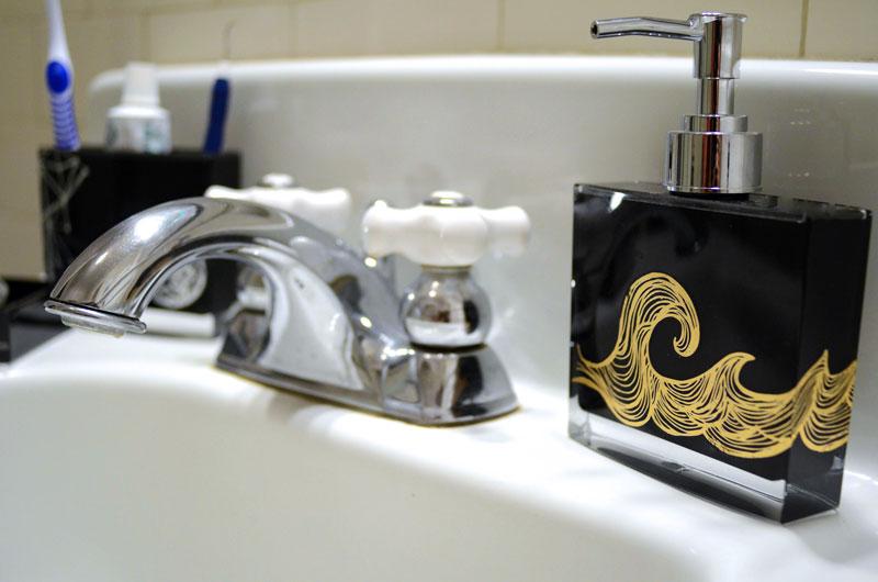 MrKate_DIY_BeautyMarksBathroomTrio-11