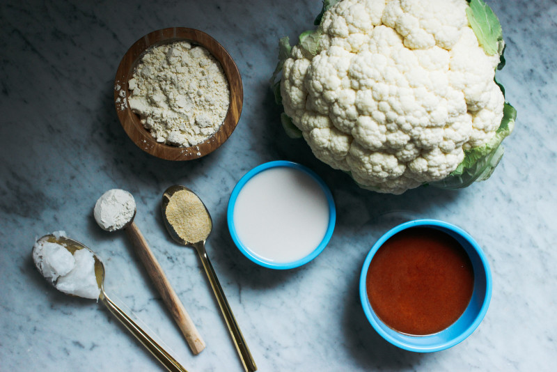 CauliflowerBuffaloWingsW-VeganRanch-1