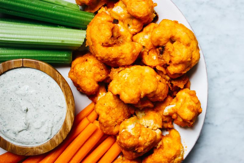 CauliflowerBuffaloWingsW-VeganRanch-18